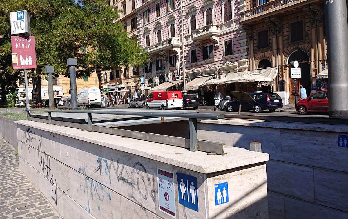 Public toilets in Rome